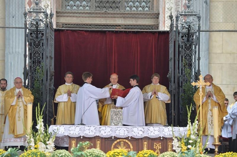 2a6dced98635 A Katolikus Karitász évről-évre segíti az iskolás gyermekeket nevelő  családokat, hiszen az évkezdés és a tanév komolya anyagi megterhelést  jelent számukra.