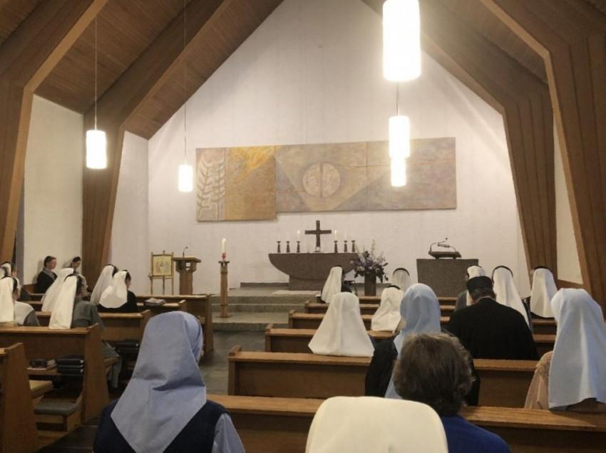 e368c679ac ... amelyet a második világháború utáni lelkiségi megújulás idején  alapított a többségében evangélikusok által lakott területen egy  lelkészházaspár.