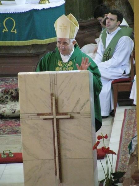 3fd7770740 Homíliájában a főpásztor Szent II. János Pál pápa szavait idézve  hangsúlyozta, hogy a keresztény családok részesei az Egyház életének, és  sajátos küldetésük ...