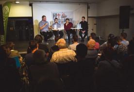 """Antirészecske mint teremtésbizonyíték – Hit és tudomány vitáján """"szóltak be"""" a papnak Debrecenben"""