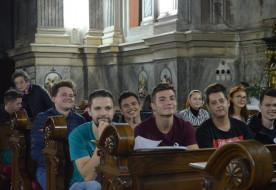 Rózsafüzért kaptak az új tanév kezdetén a temesvári egyetemisták