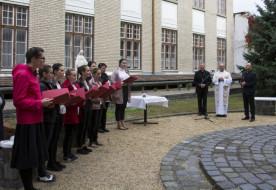 Mária-szobrot áldottak meg a váci Apor Vilmos Katolikus Főiskolán
