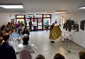 Szent Norbert-domborművet avattak a gödöllői Premontrei Iskolaközpontban