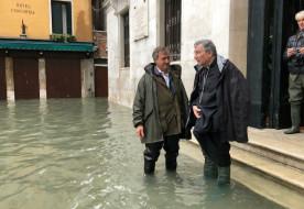"""Veszélyben a Szent Márk-bazilika – Velencét """"térdre kényszerítette"""" a rekordmagasságú árvíz"""