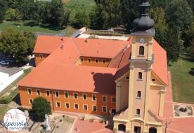 Varga László megáldotta a megújult egykori ferences kolostorépületet Andocson