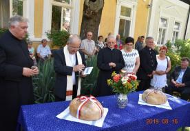 Új kenyeret áldottak meg a kecskeméti Wojtyła Barátság Központban