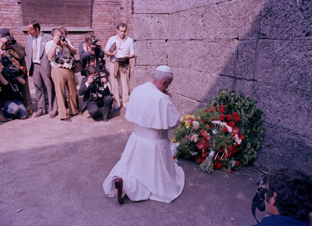 Az ember veresége és győzelme – Szent II. János Pál homíliája Auschwitz–Birkenauban