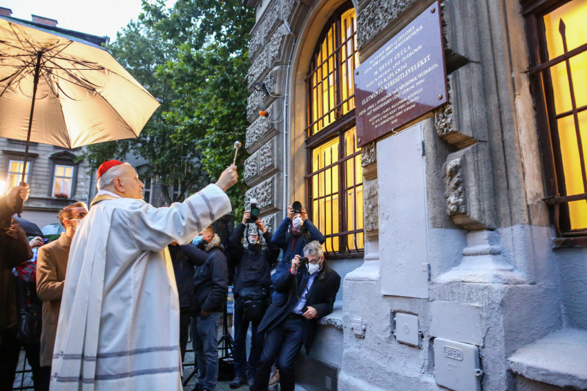 A hit és istenszeretet éleslátásával – Embermentő plébánosukra emlékeztek a Terézvárosban