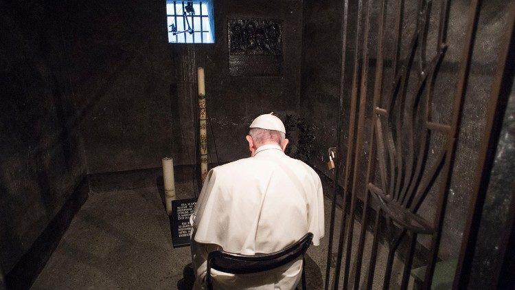 """Ferenc pápa: """"Hogy ne történhessen meg újra…"""" – Üzenet a holokauszt nemzetközi emléknapján"""