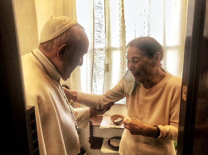 Ferenc pápa meglátogatta Bruck Edith magyar származású írónőt, a holokauszt túlélőjét
