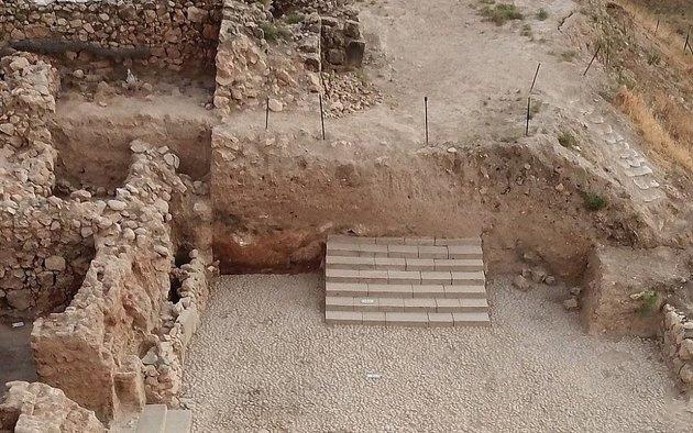 A kánaáni palota 3500 éves lépcsősorát találták meg az észak-izraeli Hacorban