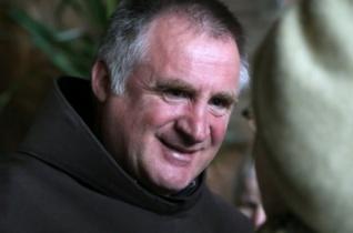 Böjte Csaba: Az irgalmasság iskolája – Az élőkért és holtakért imádkozni