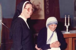 30 éve járt az iskolanővéreknél Boldog Kalkuttai Teréz anya