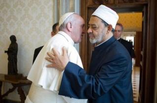 Beszélgetés az al-Azhar szunnita központ főimámjával: Ferenc pápa a béke embere
