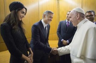Ferenc pápa fogadta George Clooneyt, Salma Hayeket és Richard Gere-t