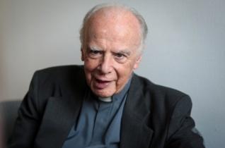 Megmutatni a Szentháromság szeretetét az embereknek – Köszöntjük a 80 éves Lukács Lászlót