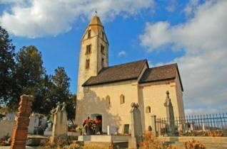 Felújított történelmi épületekről készült kiadvány Zalában