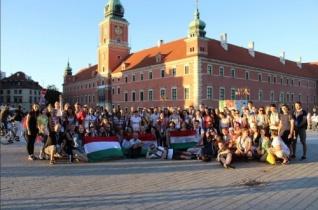 """Zarándoklat, lengyel nyelvű flashmob és """"futball-vb"""" a szegedi fiatalok radomi előtalálkozóján"""