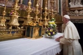 A pápa a Santa Maria Maggiore-bazilikában és II. János Pál sírjánál imádkozott lengyel útja előtt