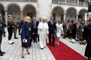 Ferenc pápa Krakkóba érkezett