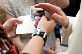 Ferenc pápa találkozott a nizzai merénylet áldozatainak hozzátartozóival