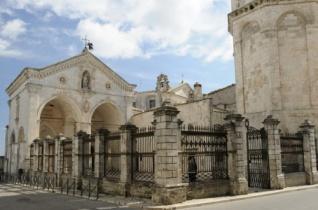 Szent Mihály-barlang Olaszországban – az egyetlen nem emberi kéz által fölszentelt kápolna