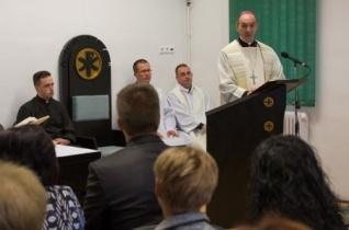 Iskolakápolnát áldott meg Mohácson Udvardy György püspök