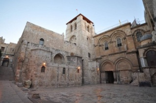 Évszázadok óta most először nyitották fel a Szent Sírt Jeruzsálemben