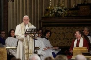 Ferenc pápa történelmi látogatást tett egy római anglikán templomban