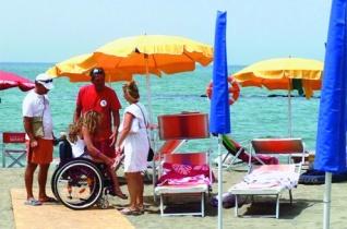 Ferenc pápa segítségével működhet az akadálymentesített strand Róma közelében