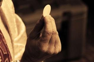 Pappá szentelték az iraki szeminaristát, aki megmentette az Eucharisztiát az Iszlám Államtól