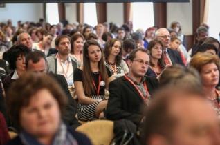 Tagle manilai érsek a katolikus pedagógiai konferencián Esztergomban: Jó embereket kell nevelnünk!
