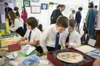 Szent László gyermekszemmel – Katolikus óvodások és iskolások alkotásaiból nyílt kiállítás Győrben