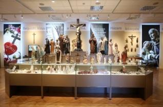 Lelki házikincstár – A népi vallásosság tárgyait bemutató kiállítás Esztergomban