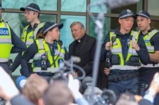 Melbourne: Pell bíboros ártatlannak vallotta magát