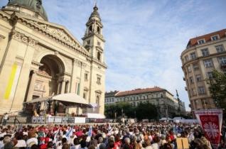 Megtérésre és megújulásra hívott Veres András Budapesten államalapító szent királyunk ünnepén