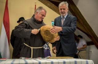 Böjte Csaba a Magyarok kenyere ünnepségen: a világot az igenek, a bizalom és a hit viszi előre