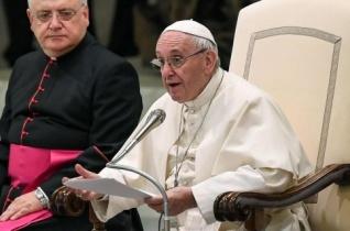 Ferenc pápa: Olyan Atyánk van, aki együtt sír velünk és vár ránk!