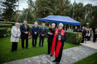 Csepelen felavatták a lengyel mártír pap, Jerzy Popiełuszko emlékművét