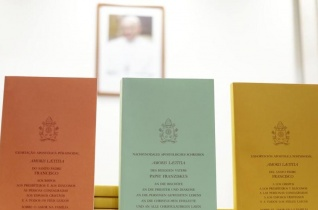 Levélírók eretnekséggel vádolják Ferenc pápát