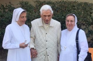 XVI. Benedek pápa – a híresztelésekkel ellentétben – jól van