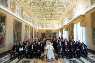 Ferenc pápa: A papoknak egyházmegyés lelkiségűeknek kell lenniük
