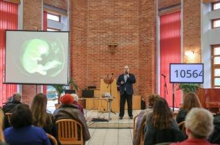 Miért ér többet egy bébifóka élete egy ember életénél? – Életvédelmi konferencia a MEÖT székházában
