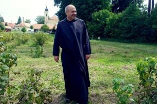 Facebook-kampányba kezdett a 999 éves bakonybéli bencés monostor