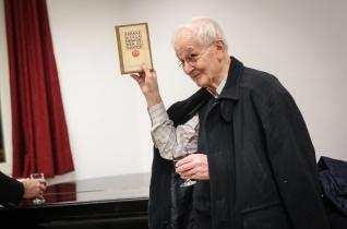 """""""Az Úristen lelke van rajtam"""" – Piarista öregdiákok köszöntötték a 85 éves Jelenits Istvánt"""