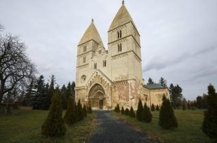 Megújul a jáki templom