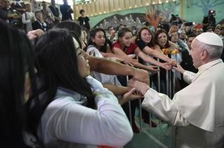 Ferenc pápa a chilei női börtönben: Ne egyszerűsítsük le a világot rosszakra és jókra