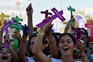Ferenc pápa a fiatalokhoz: Szükségünk van arra, hogy kérdőre vonjatok minket!