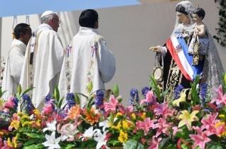Ferenc pápa látogatása a Lourdes-i Miasszonyunk-kegyhelyen Iquiquében
