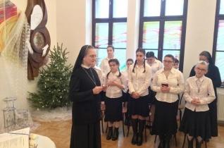 Másokat Istenhez vezetni – Hivatásukért adtak hálát a piarista nővérek Nagykárolyban